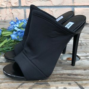 Steve Madden Maneatr stiletto in black